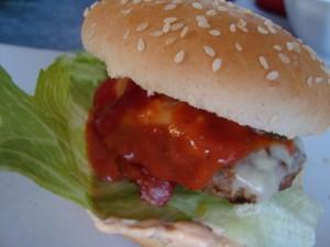 Hemgjorda hamburgare med bbq sås bild 3